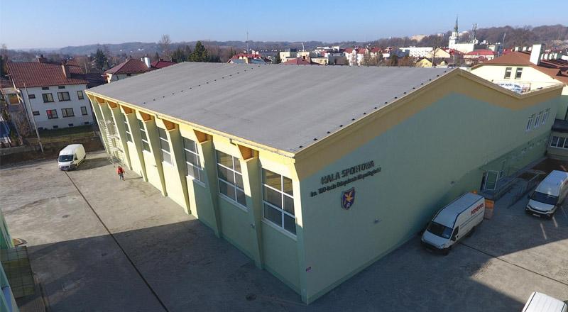 SP nr 1 w Ropczycach z nową halą sportową, kosztowała ponad 8 mln złotych