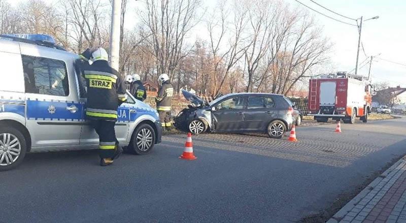 Kobieta w Lubzinie uderzyła w słup energetyczny — trafiła do szpitala.