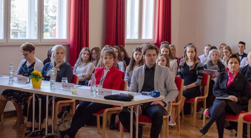 """Wiemy już kto będzie reprezentował nasz powiat w V edycji Wojewódzkiego Konkursu Poezji i Prozy """"Zawsze Wierni"""""""