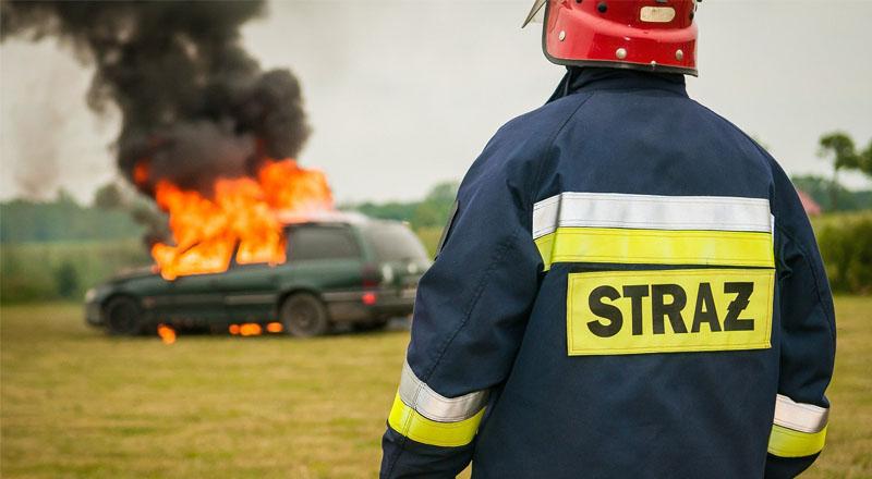 Groźny pożar samochodu osobowego. Auto spaliło się doszczętnie