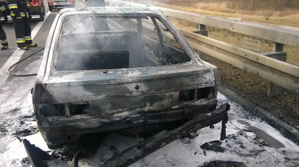 Pożar samochodu osobowego na autostradzie A4