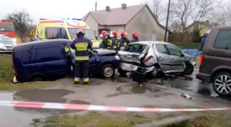 Kolizja 4 samochodów na ul. Kolejowej w Ropczycach