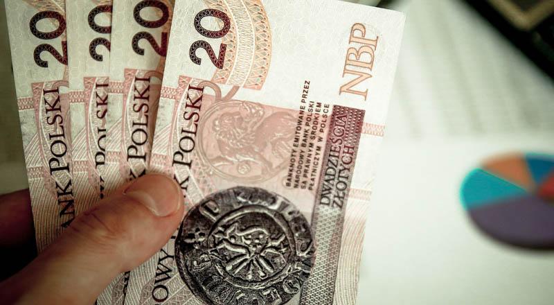 Pieniądze przenoszą koronawirusa