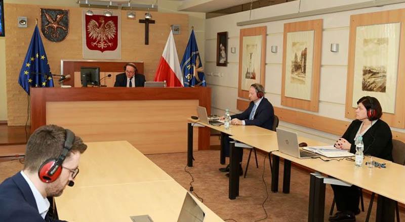 Ta SESJA przejdzie do historii samorządu ropczyckiego. Radni głosowali ONLINE