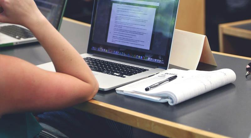 Samorządy kupują laptopy dla uczniów do zdalnego nauczania