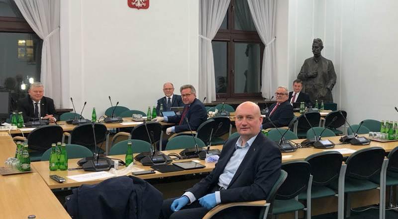 Nad ranem Sejm przyjął rządową ustawę rozszerzającą Tarczę Antykryzysową