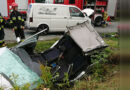 Wypadek w Nawsiu. Kobieta zakleszczona w samochodzie.