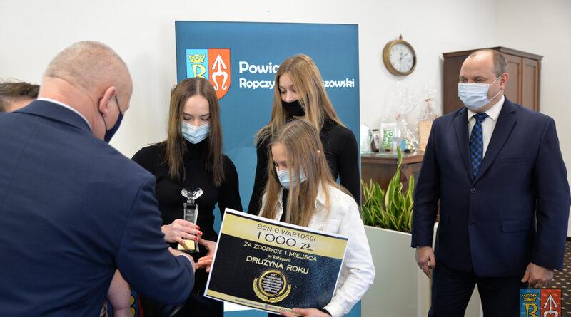 Laureaci Powiatowego Plebiscytu Sportowego 2019 roku odebrali nagrody