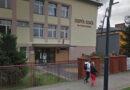 Pierwsza na Podkarpaciu Różowa skrzyneczka zawisła w Zespole Szkół im. ks. dra Jana Zwierza w Ropczycach