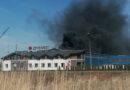 Pożar traw i rur przepustowych na ul. Przemysłowej w Ropczycach