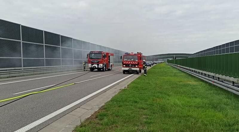 Na A4 spłonęło BMW